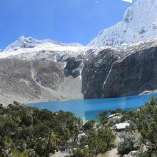 69湖とチャクララフ(6112m)