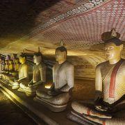 世界遺産価格ですが石窟内の仏像は見事。入口は個人旅行者にはわかりずらい