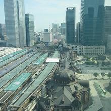 足元に東京駅が
