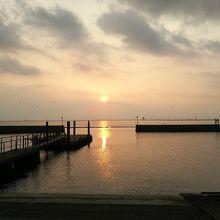 東京湾に沈む夕陽