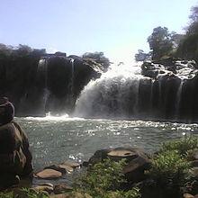 これは、別の滝。美しい自然。