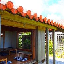 沖縄を感じる赤瓦