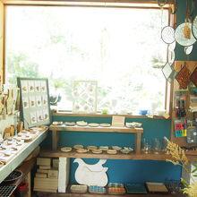 沖縄の作家さんの雑貨ややきものが販売されています
