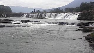 タッド ユアン滝