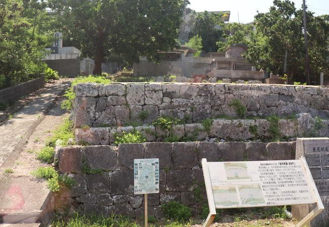 現地の有名人の親の墓