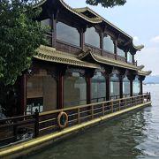 二階建て遊覧船で龍井茶