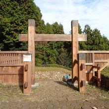 登山覚悟で挑む東京の山城