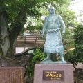 写真:千代の富士像
