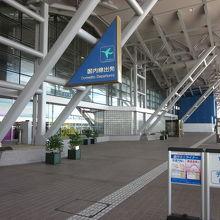 ターミナルを出たアクセス乗り場