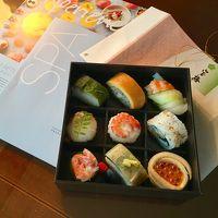 夕食は阪急の宝梅で買った『初づみ(2,484円)』を客室で。