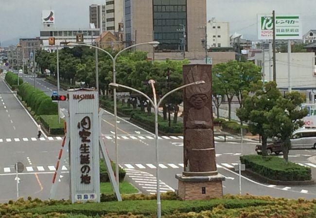 円空モニュメント (新幹線岐阜羽島駅前)