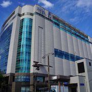 広島駅南口のすぐ目の前の美しい建物
