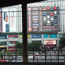 秋葉原駅のホームからも良く見えます