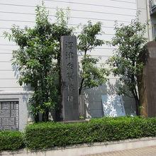 沼津駅の南口近くの城岡神社の境内にあります。