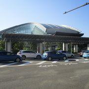 北陸新幹線が出来てから初めて訪問した金沢駅内にあるショッピングモールの金沢百番街です。