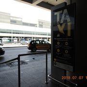 街中で簡単にタクシーが拾える