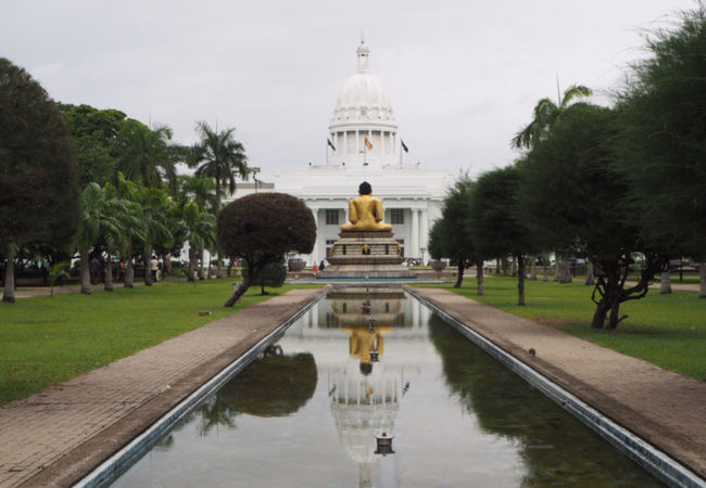 大きな仏像のある公園