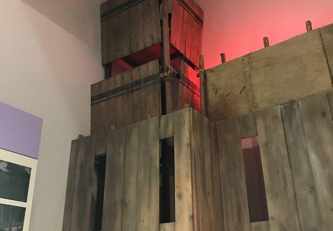 第2展示室に入ったら上を見あげて。