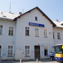 ミクロフ ナ モラヴィエ駅