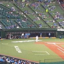 試合前のイベントの様子です。これから客数も増えていきます。