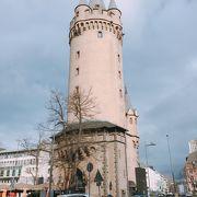 目立ちました「エッシェンハイマー塔」フランクフルト、ドイツ