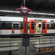 始発駅のスペイン広場駅からカタルーニャ鉄道に乗車