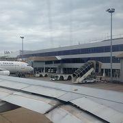 ラオスの小さな首都空港