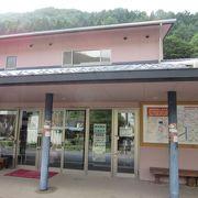 鹿教湯温泉の観光案内所、そして内村ダムのダムカード配布場所でもあります
