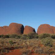 ウルルとは異なる岩たち