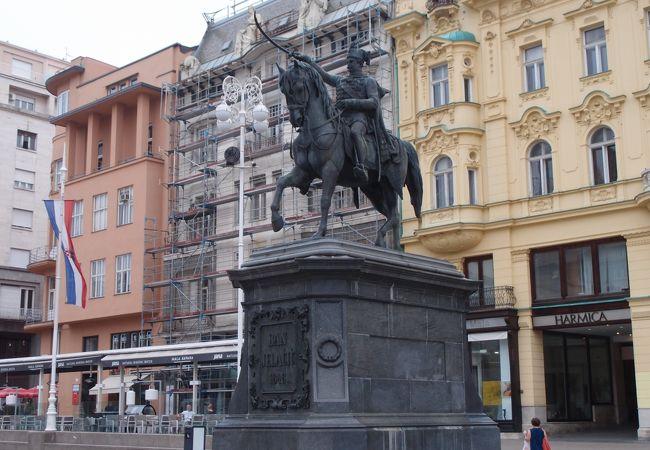 イェラチッチ総督騎馬像