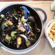ムール貝が鍋いっぱい