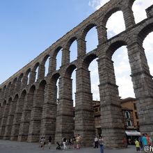有名なセゴビアのローマ水道橋