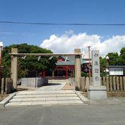 鮮やかな神社