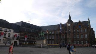 旧市街の中心の広場