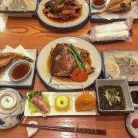 夕食の新鮮な海鮮料理