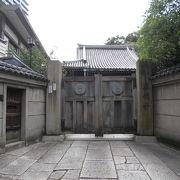 落ち着いた雰囲気の昔ながらの造りの浄土真宗寺院