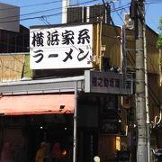 屋根つきの商店街