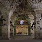 宮殿の地下が公開されています