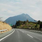 大分自動車道から見た由布岳