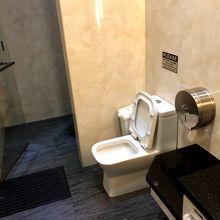 トイレにシャワーブース