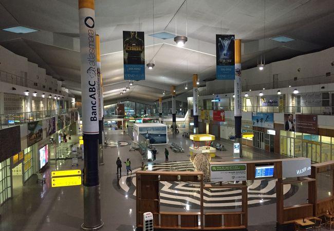 セレツェカーマ国際空港 (GBE)