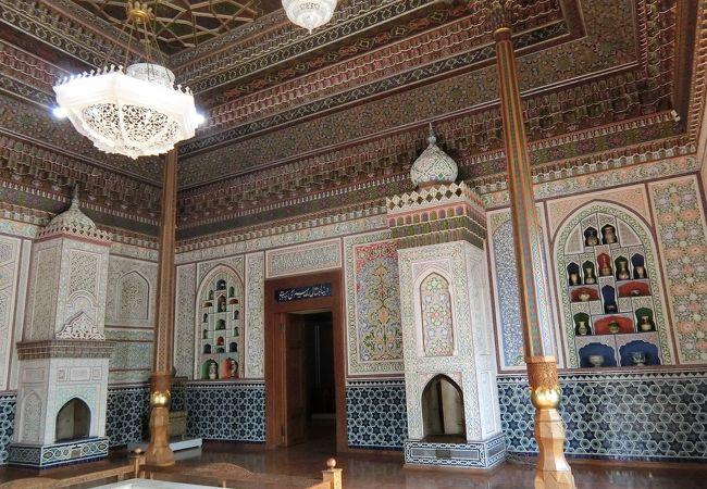 建物自体が伝統建築の工芸品のようです。