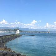 スイスとフランスを跨る巨大湖