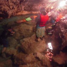 洞窟内で泳げます