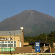 道の駅すばしりは、富士五湖道路の終点に位置していて、便利です