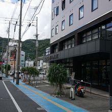 屋仁川通りに近くバイク、レンタカー駐車もOK
