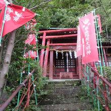 小さな神社です。