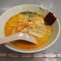ココナッツ香る魚介のスープにつるつるの麺