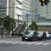大門駅から竹芝桟橋の方へ伸びる道