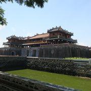 かつての阮朝の威厳を示す壮大な王宮